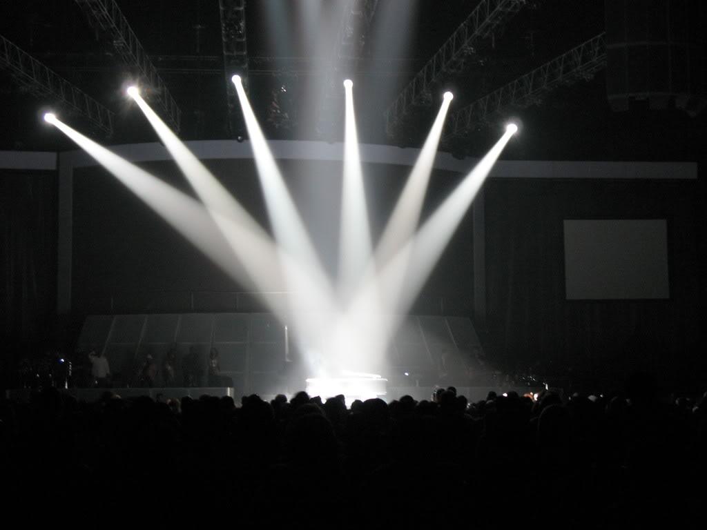 El comienzo de una canción es como la primera luz que%2c al iluminar el escenario%2c abre el concierto.jpg