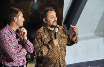 José de León y el alcalde de Encinedo. Foto: Juan Luis García.