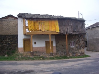 José Luis Viñas Los farrapos del chocrío. De la Serie El camín de Cabreira, Llión Oeste, 2010-2012 Cortesía del artista