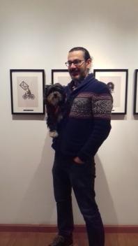 Pablo García, con su perra Pipa.
