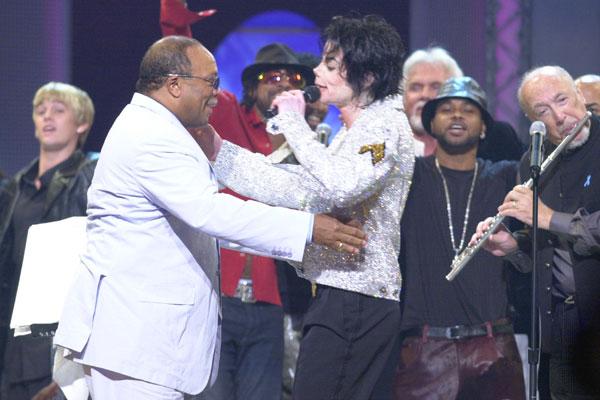 Jones ha mostrado su catadura moral al insultar al fallecido Michael Jackson después de toda la vida aparentando ser su amigo y colega.jpg