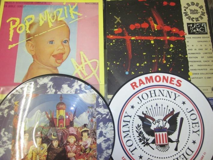 Los vinilos y sus portadas permitían todo tipo de extravagancias y desvaríos artísticos.JPG