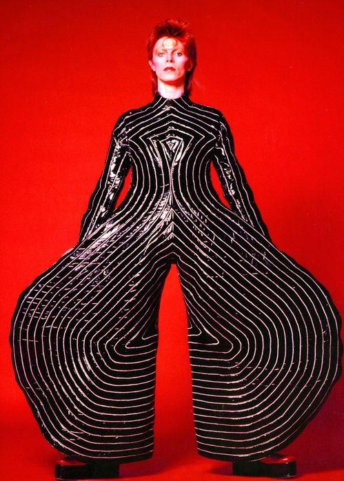 Muchas de las creaciones de David Bowie parecen imaginadas en sueños.jpg