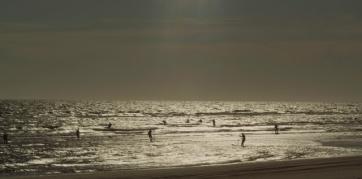 El mar nos mira de lejos. Manuel M. Rivas