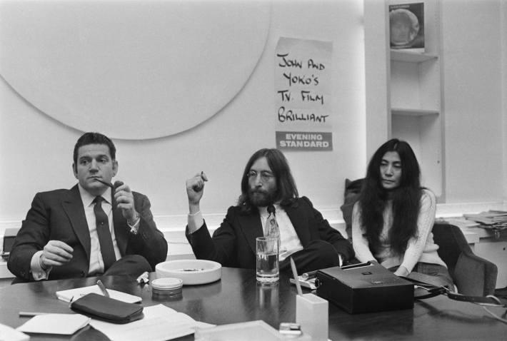 John Lennon con Alan Klein antes de que éste lo traicionara.jpg