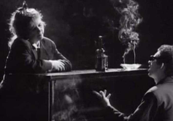 Kirsty y Shane en el vídeo de este clásico folk-punk de The Pogues. Un día borrarán de él el alcohol y el tabaco.jpg