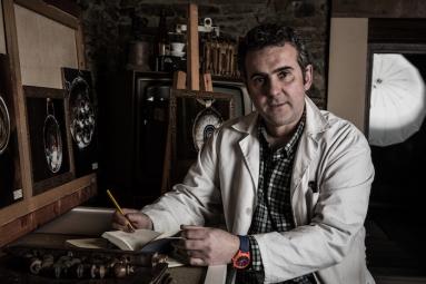El artista y joyero rural Lucas Santiago.