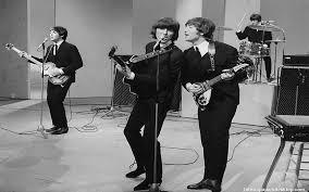 La primera versión del 'Twist & shout' la produjo un joven Phil Spector, pero a su autor no le gustó lo que hizo, así que se la dio a los Isley Brothers, que la hicieron tal y como luego The Beatles la popular.jpg
