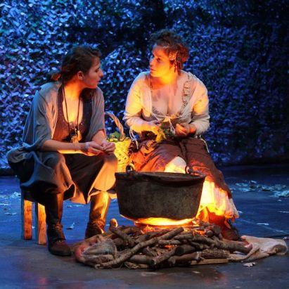 """""""Aquí en la tierra"""", Teatro El Mayal-ULE. Fotografía: Juan Luis García."""