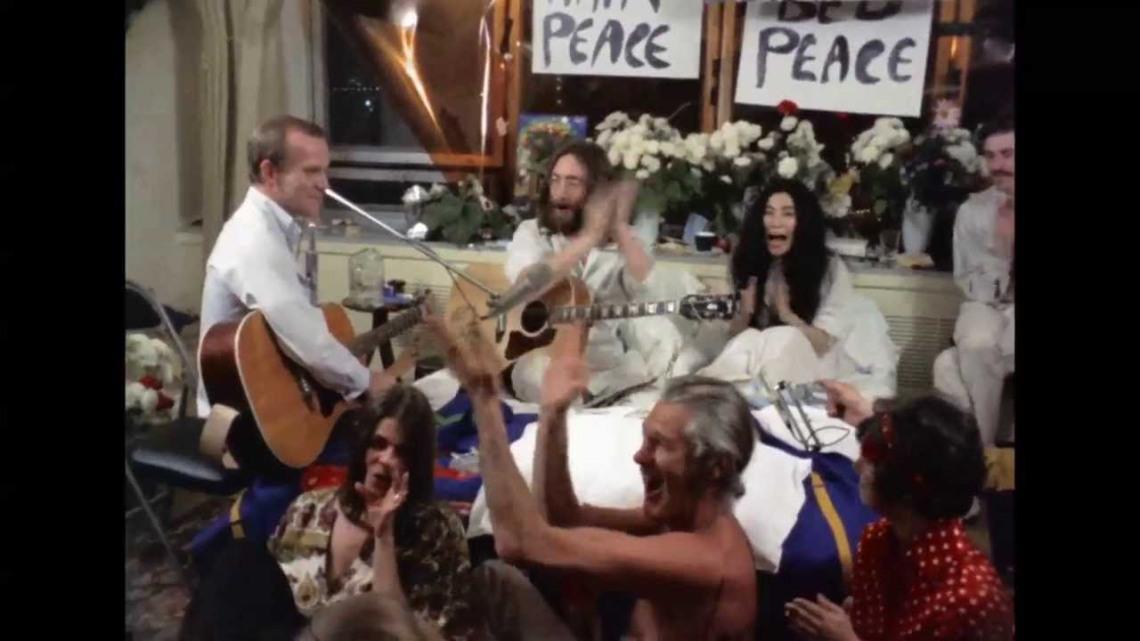 De aquella 'performance' loca y multitudinaria surgió uno de los más internacionales himnos pacifistas.jpg