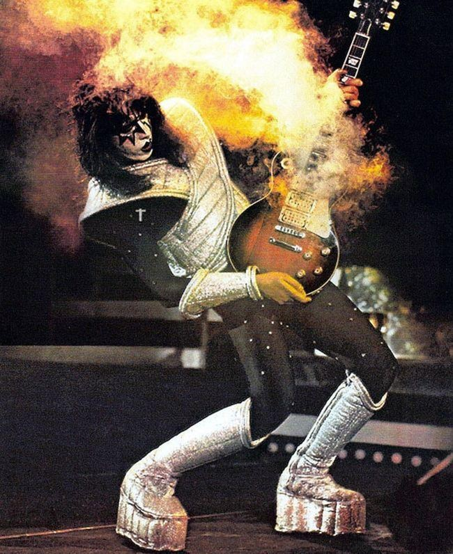 Ace Frehley, guitarrista de Kiss, estuvo a punto de morir electrocutado en escena.jpg