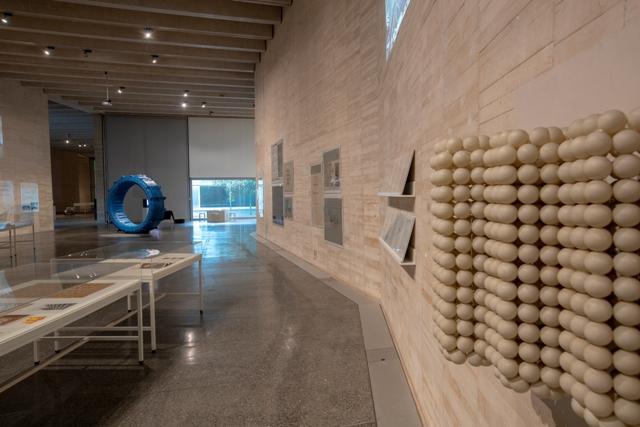 Vistas de la exposición 'La arquitectura perecedera de las pompas de jabón'. José Miguel de Prada Poole.