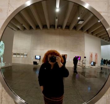 Kokotera frente a Espejito 2001 de Pilar Albarracín