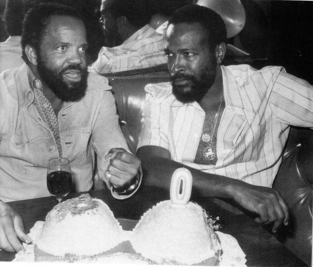 Marvin Gaye tuvo que enfrentarse seriamente al dueño de Motown, Berry Gordy (izquierda), pues éste se negaba a publicarle un tema que, luego. fue millonario.jpg