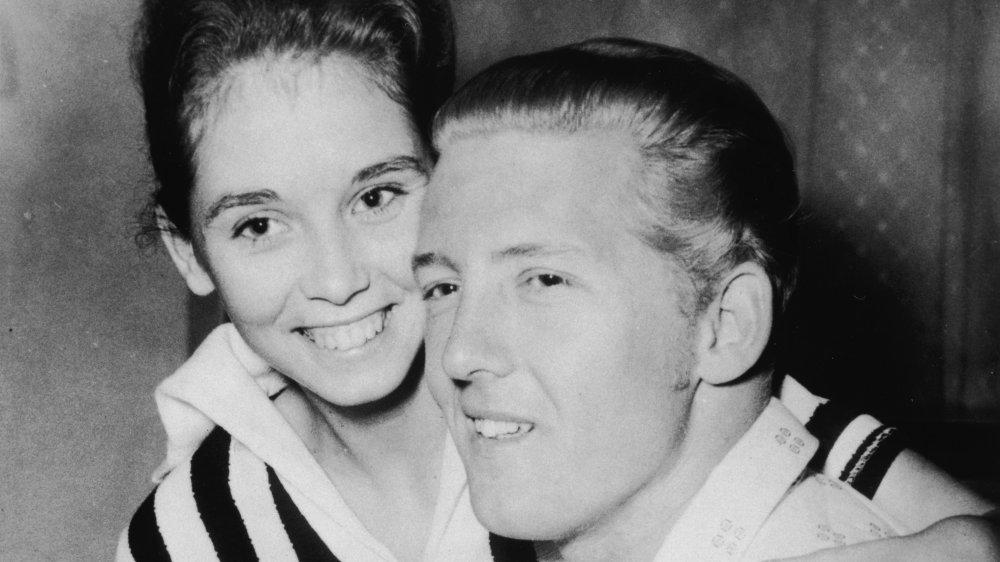 Jerry Lee Lewis con su tercera esposa, Myra, que tenía 13 años y era su prima.jpg