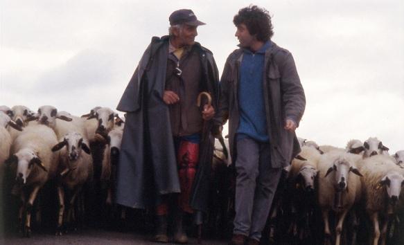 Felipe vuelve a casa con las ovejas sonando. Felipe Quintana y Nilo Gallego,1999. Acción sonora. Fotografía: Beatriz González Magadán.