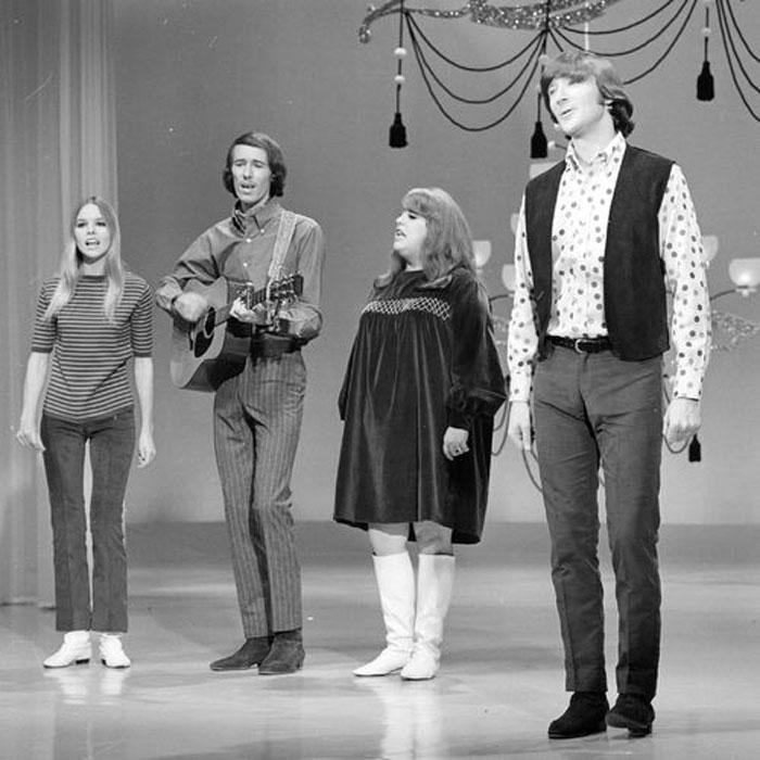 Aunque su sonido folk-pop parecía sugerir otra cosa, el grupo vivió una corta y tormentosa trayectoria.